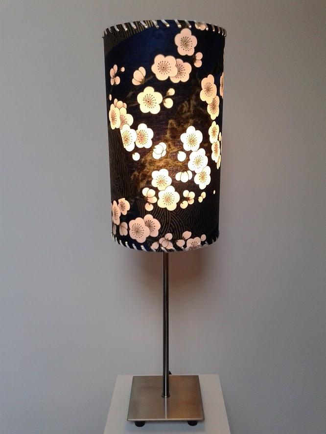 Lampe décorative de table avec fleurs «Petites fleurs sur soleil couchant». - Achetez-le en ligne sur Laloux Stores !