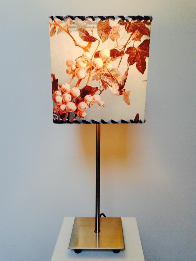 Lampe décorative de table motifs nature «Petit printemps des hirondelles». - Achetez-le en ligne sur Laloux Stores !