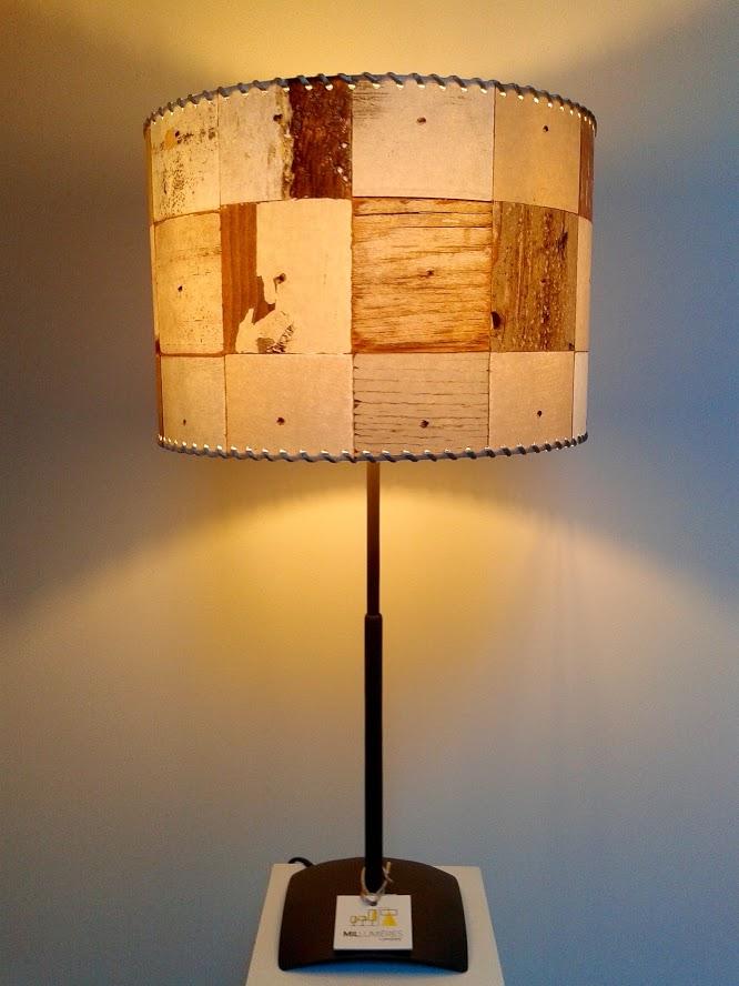 Lampe décorative de table à motifs bois «Carrés de bois». - Achetez-le en ligne sur Laloux Stores !